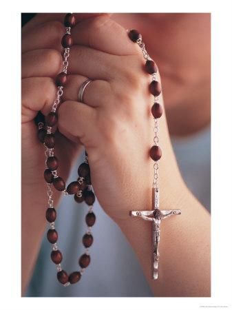 542401b~Woman-Praying-W-Rosary-Beads-Posters